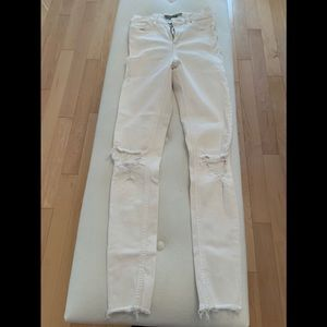 White skinny jeans with holes at knees